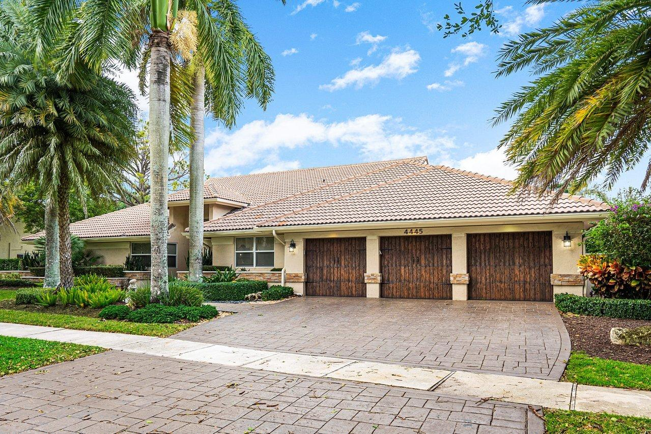 4445  Woodfield Boulevard  For Sale 10671737, FL