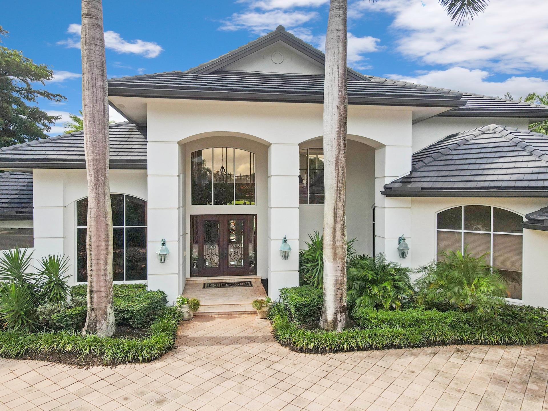 21611  Frontenac Court  For Sale 10672071, FL