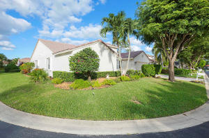 105 Egret Circle, Greenacres, FL 33413
