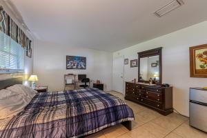 698 W Camino Real Boca Raton FL 33486