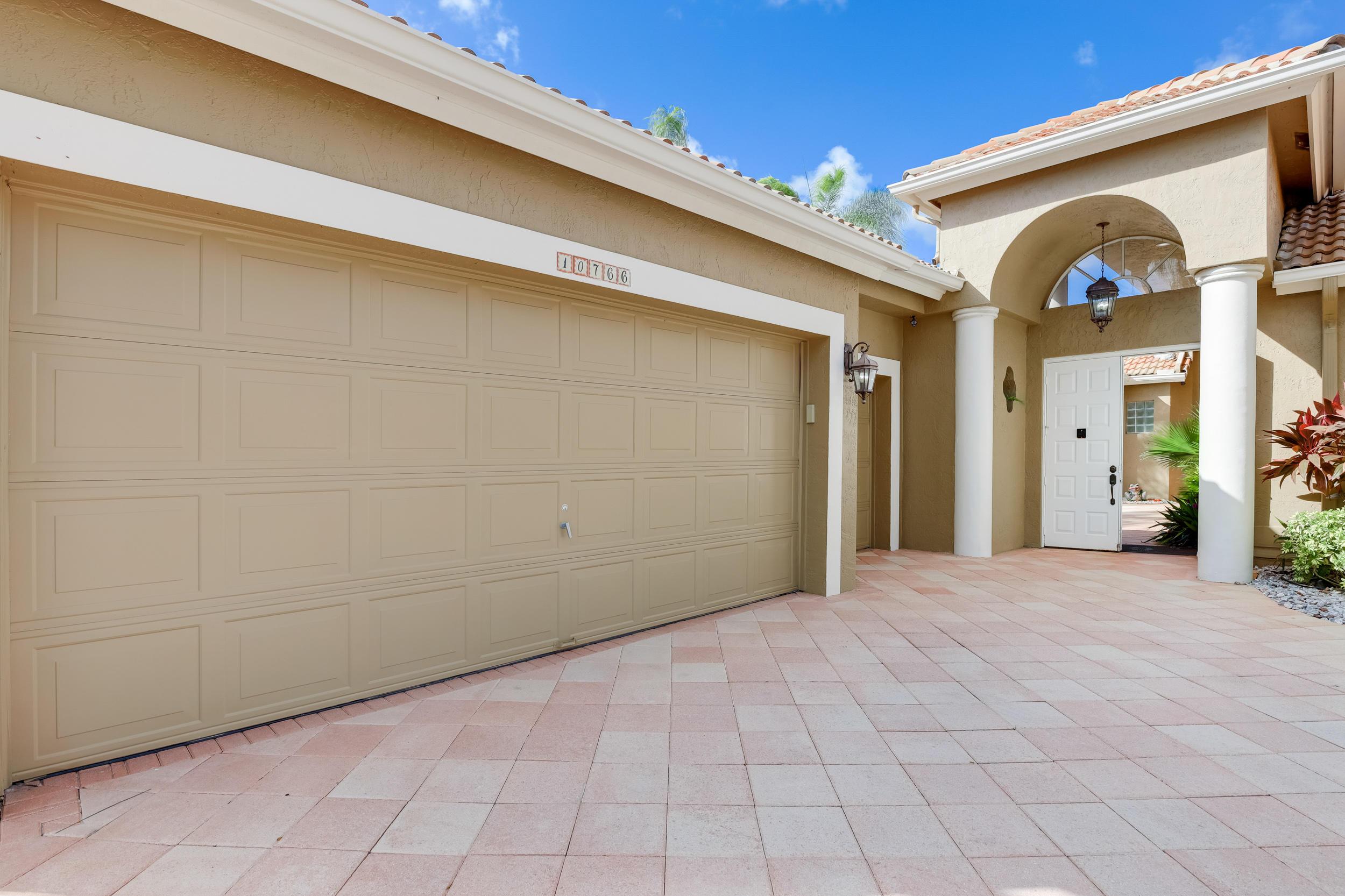 Image 3 For 10766 Greenbriar Villa Drive