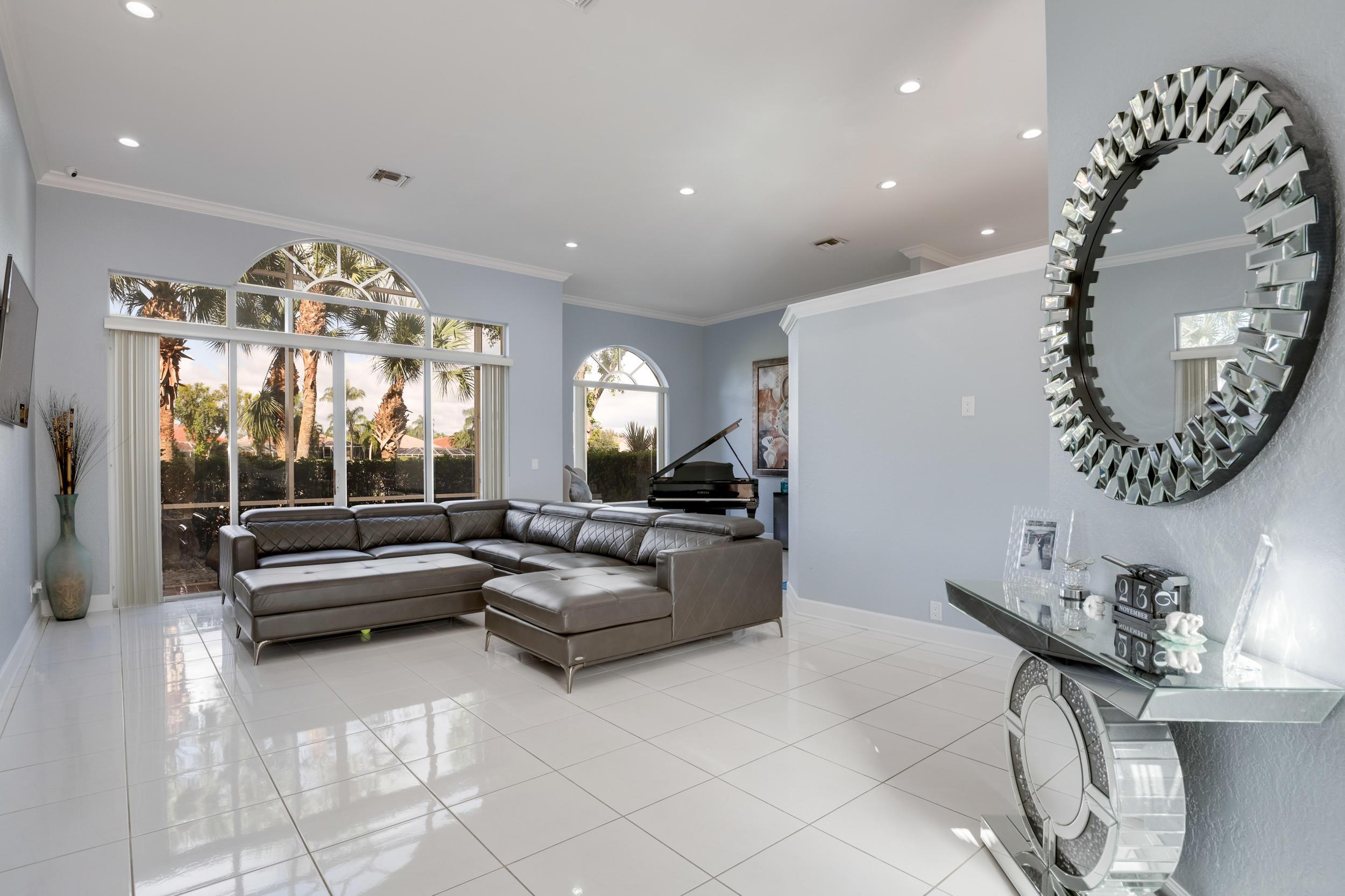 Image 9 For 10766 Greenbriar Villa Drive