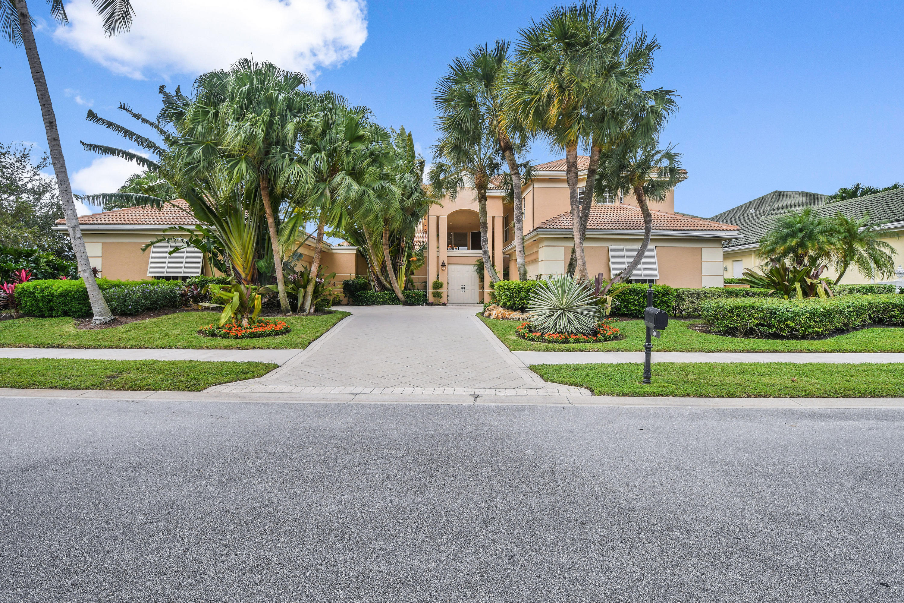 Luxury Living in a beautiful spacious custom home with spectacular Panoramic golf views and private corner lot. 5 Bedrooms 6.5 bathrooms, den and two 2 car garages. Over 6,400 sqft /4,500 sqft under air open floor plan, marble floors, enjoy panoramic golf view with soaring 22 ft ceilings, gourmet granite kitchen, island, s/s appliances and brand new subzero. Double entry oversized Master suite with new hardwood floors, his and hers marble bathrooms and his and hers California closets. All 4 guest bedrooms have on suite baths. Oversized tropical patio with large custom pool with southern exposure provides ultimate sunny relaxing allure, summer kitchen and guest house. Custom French pattern marble patio added to rear of the home for entertaining and spectacular sunsets. Furniture Negotiable. Numerous upgrades 2019 New Roof, 4 A/C units, 2 water heaters, pool pump and impact glass. Well maintained and move in ready.