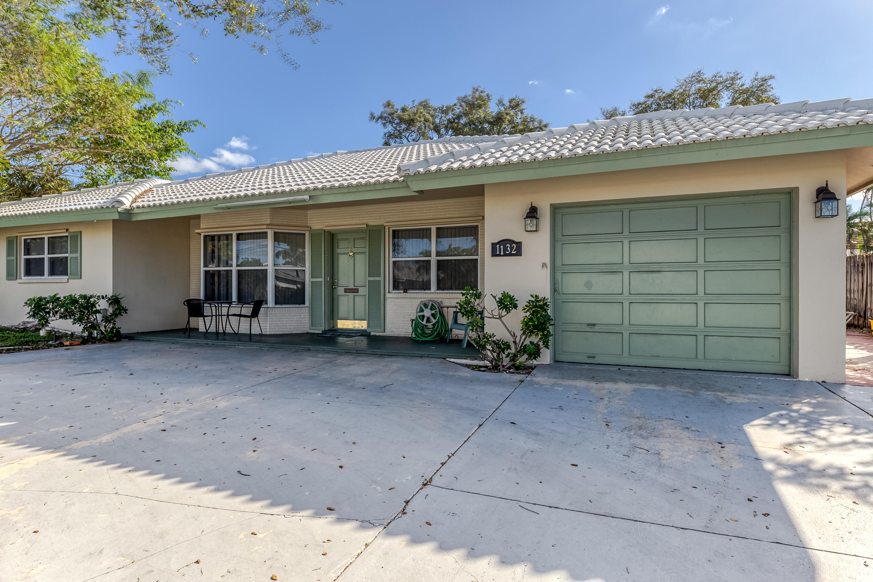 HOME NEEDS WORK. LOCATED IN SOUGHT AFTER EAST BOCA. BOCA SQUARE OFFERS EXCELLENT SCHOOLS AND CLOSE TO BEACHES AND DOWNTOWN LIVING OF BOCA. THIS HOME IS IN NEED OF RENOVATION .IT OFFERS 3 BED / 3BA, A GUEST HOUSE WITH 1 BED / 1BA. GREAT FOR INVESTORS OR SOMEONE WANTING TO REDO.