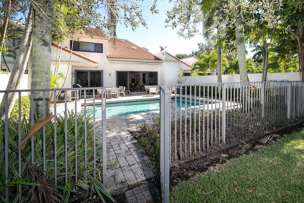 2593 Sheltingham Drive, Wellington, Florida 33414, 4 Bedrooms Bedrooms, ,5.1 BathroomsBathrooms,Townhouse,For Sale,PALM BEACH POLO,Sheltingham,RX-10677636