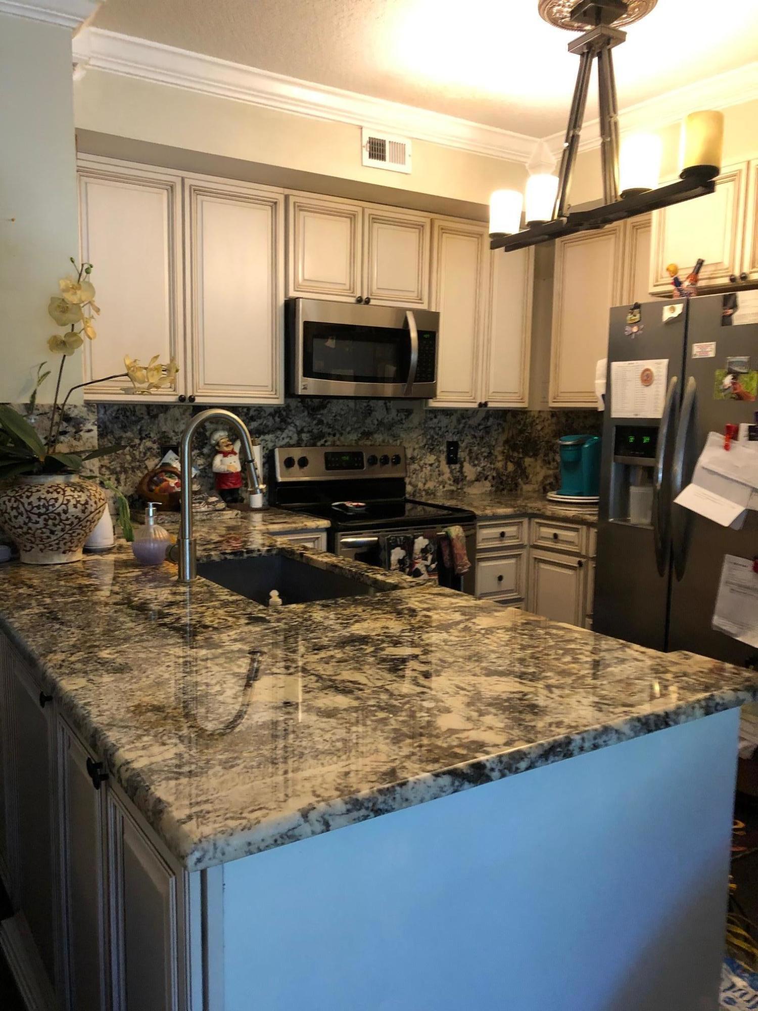 580 S Sapodilla Avenue 207 For Sale 10676376, FL