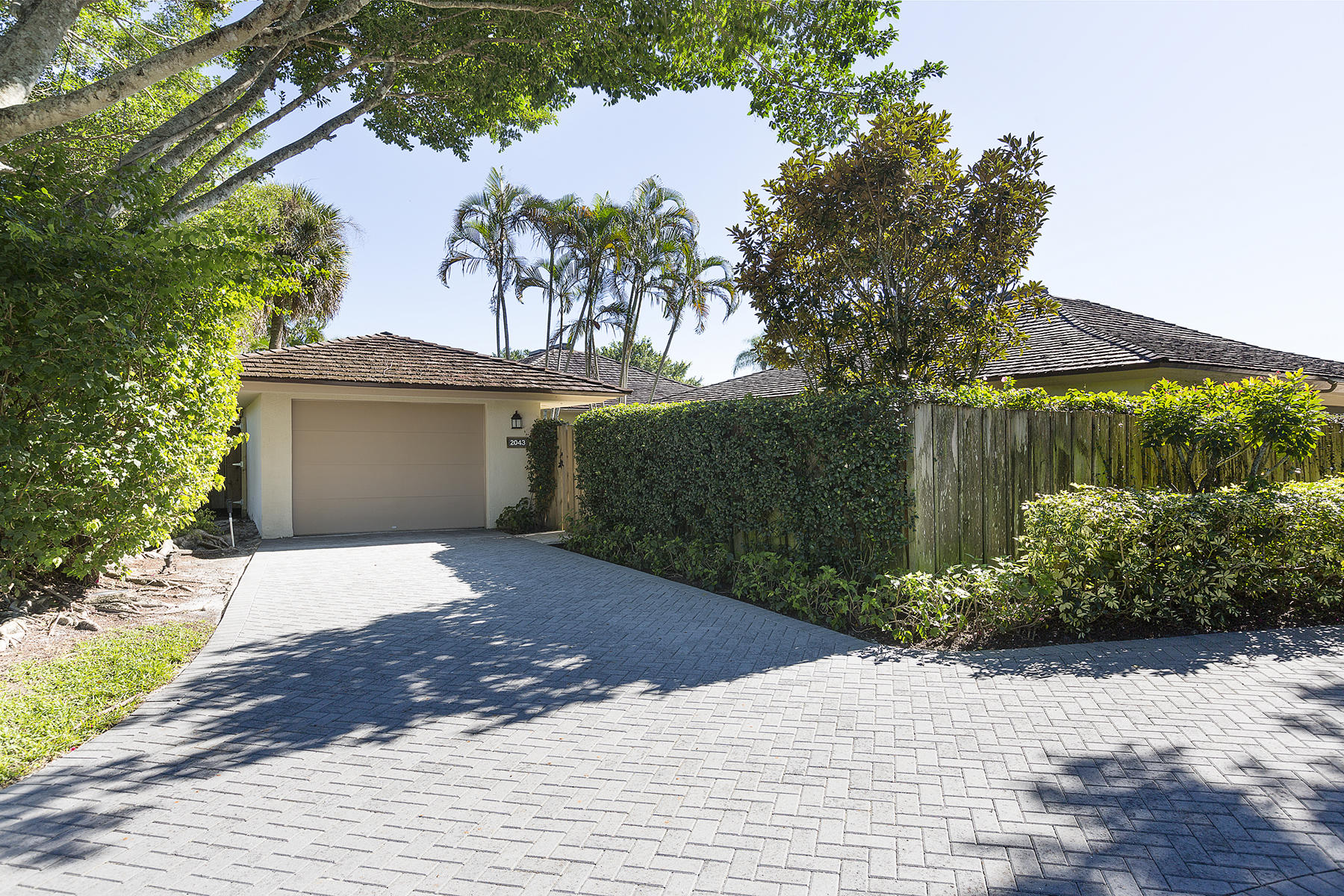 Wellington, Florida 33414, 2 Bedrooms Bedrooms, ,2 BathroomsBathrooms,Residential,For Sale,Wightman,RX-10678104