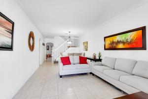 208 Elm Way Boynton Beach FL 33426