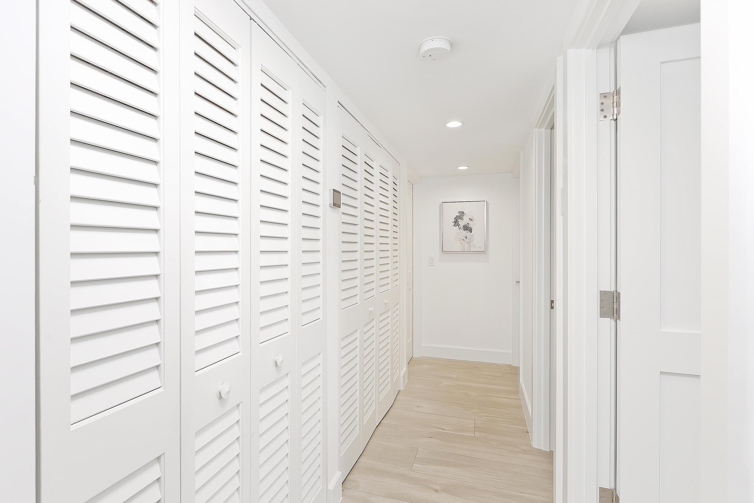 19_Hallway_Bedrooms