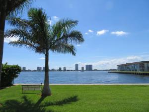 2936 Lake Shore Drive, 202, Riviera Beach, FL 33404