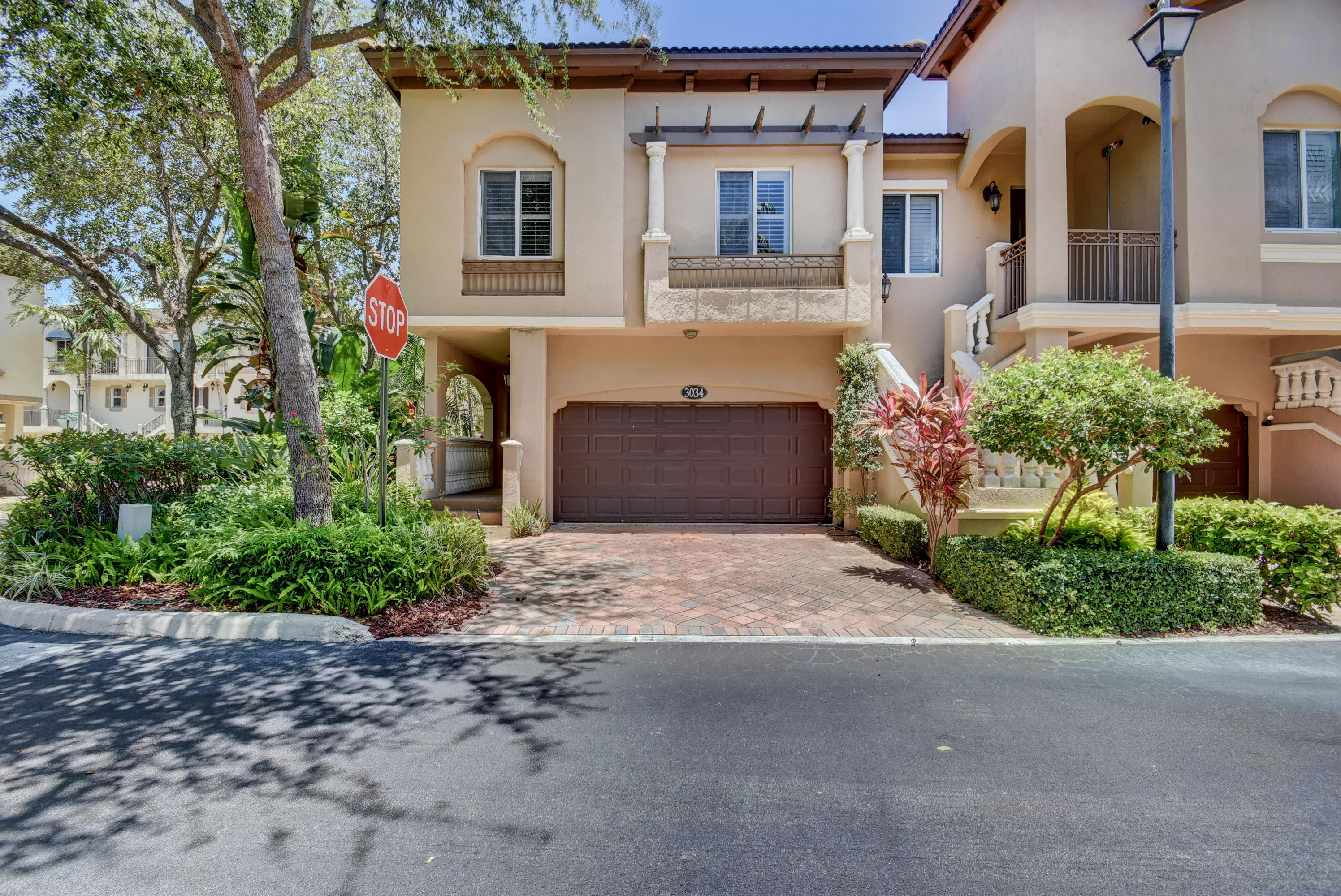 3034  Waterside Circle  For Sale 10680027, FL