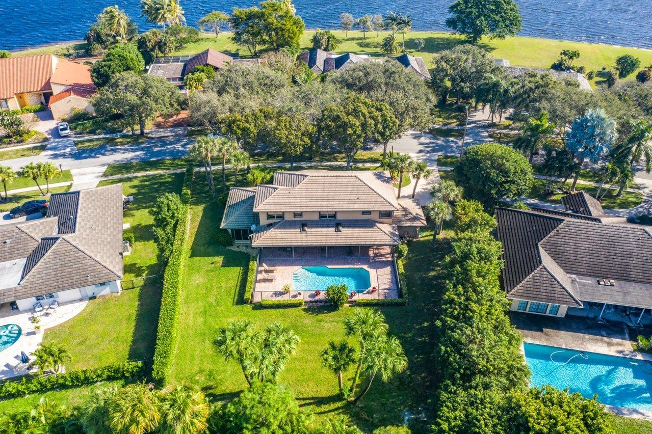 2325  Embassy Drive  For Sale 10681961, FL