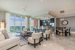 2640 Lake Shore Drive, 2607, Riviera Beach, FL 33404