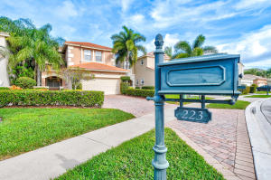223 Isle Verde Way, Palm Beach Gardens, FL 33418