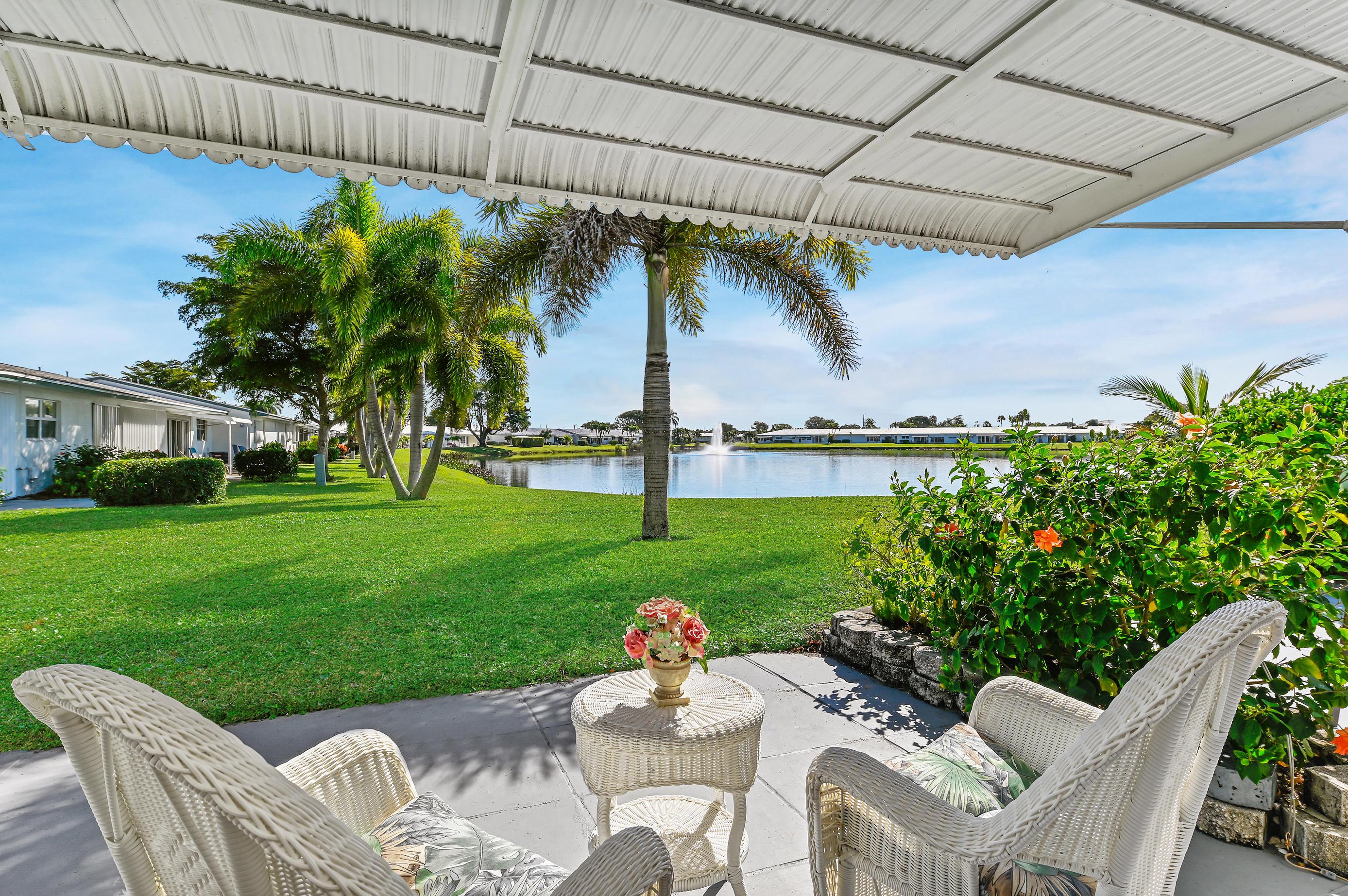 2100 SW Lake Circle Drive 102 For Sale 10683401, FL