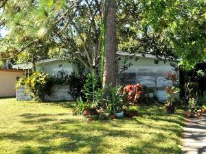 208 NE Entrada Avenue, Port Saint Lucie, FL 34952