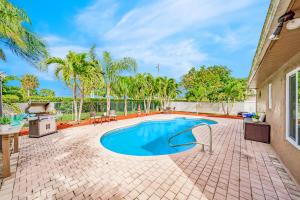 8411 Garden Gate Place Boca Raton FL 33433