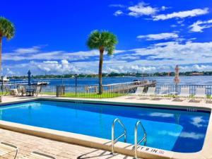1204 S Lake Drive, 3, Lantana, FL 33462