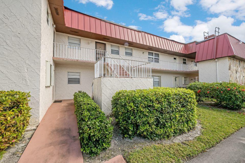 12022 W Greenway Drive 102 Royal Palm Beach, FL 33411 photo 1