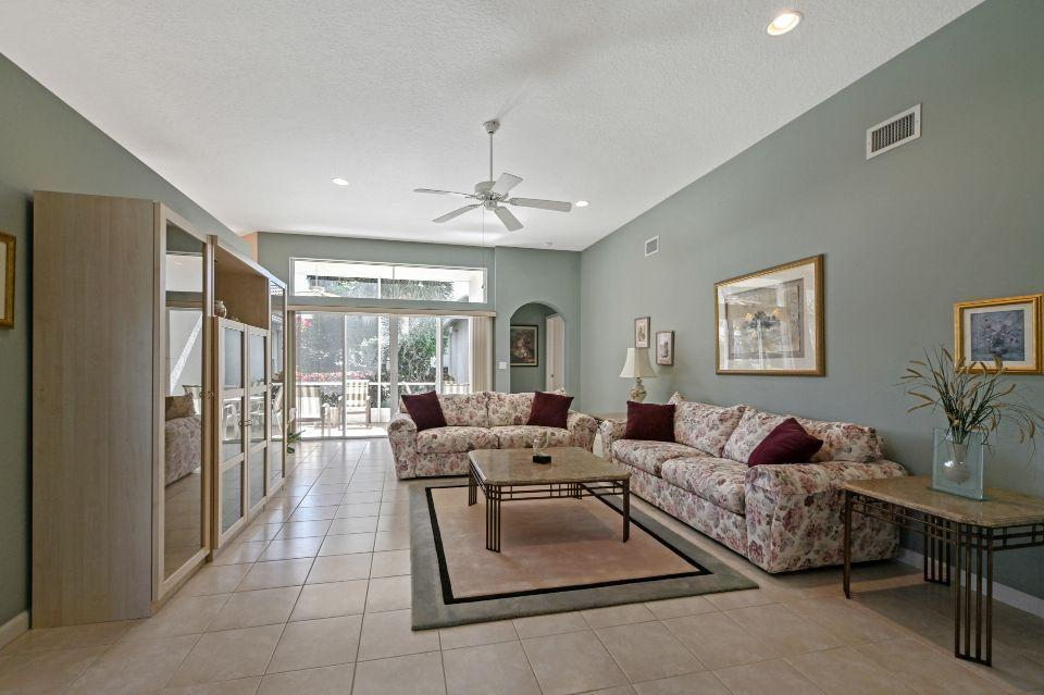 2811 Waters Edge Circle Greenacres, FL 33413 photo 4