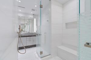 9 Master Bath