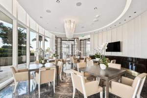 14 Dining Lounge