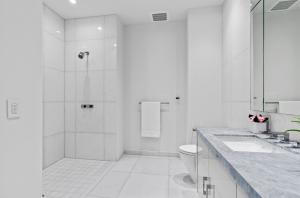 14 Guest Bathroom 1.2