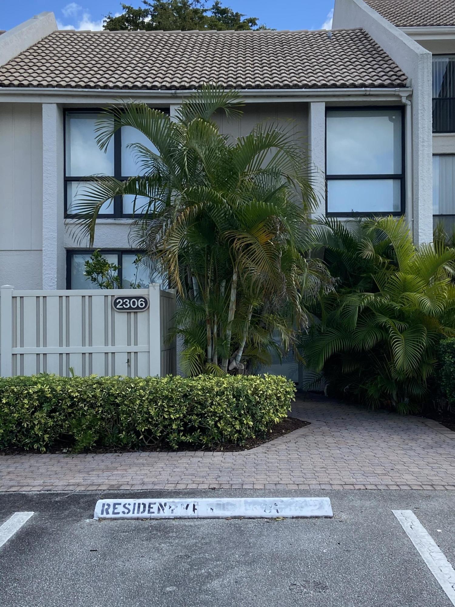 2306  Bridgewood Drive  For Sale 10691810, FL