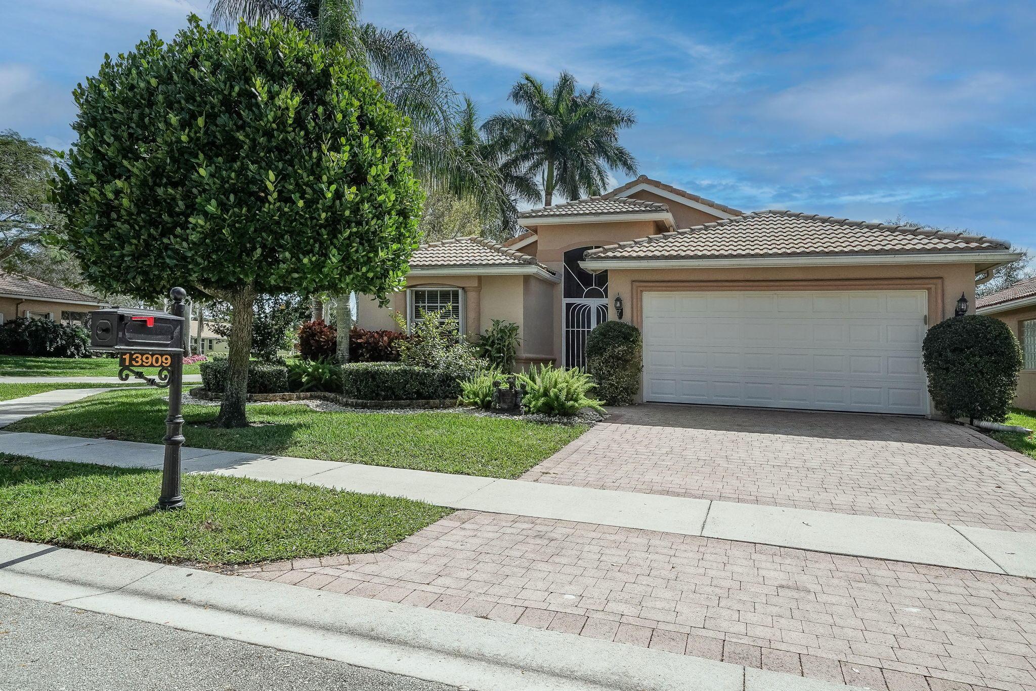 13909 Via Nidia Delray Beach, FL 33446