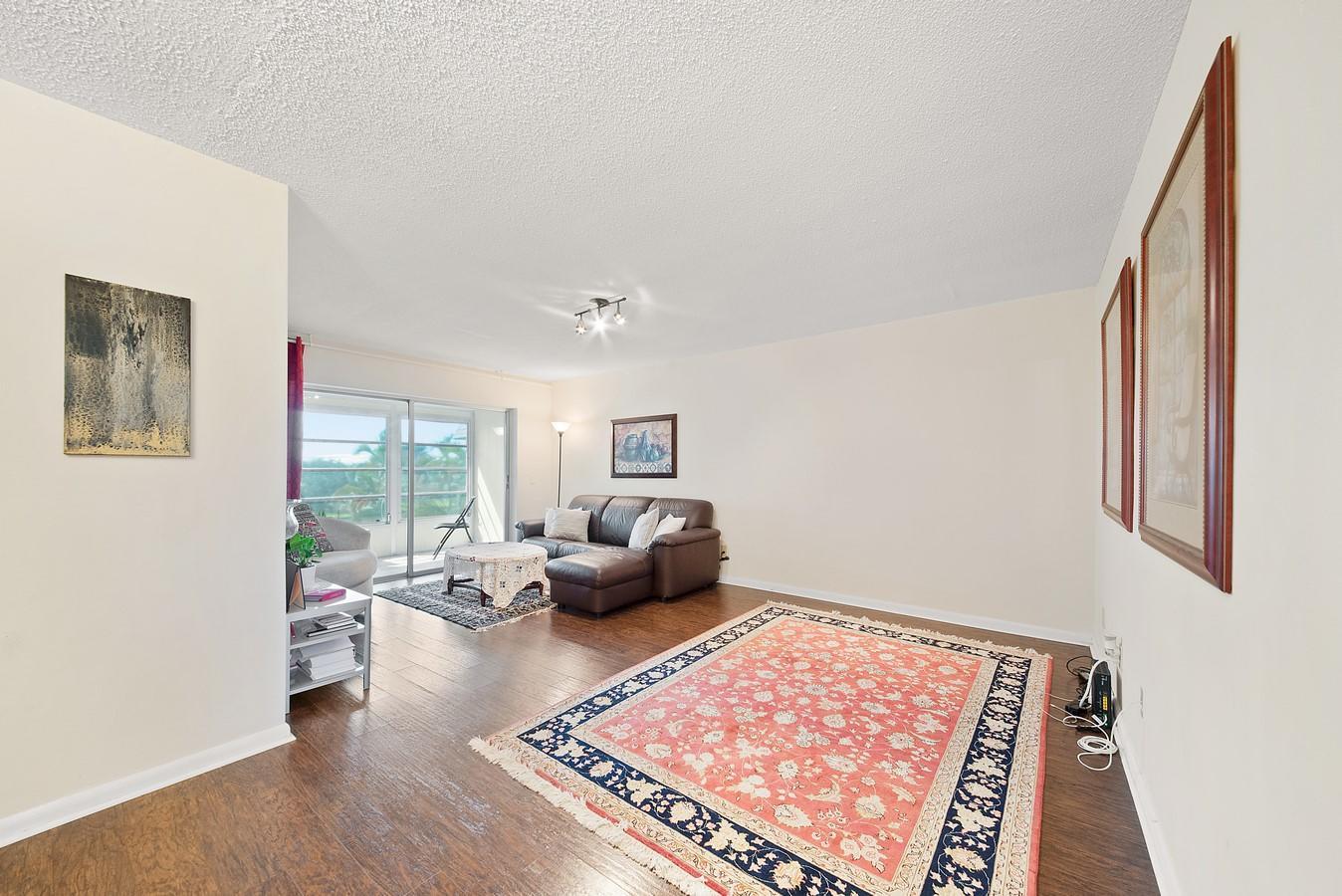 2481 SW 82nd Avenue 305 Davie, FL 33324 photo 4