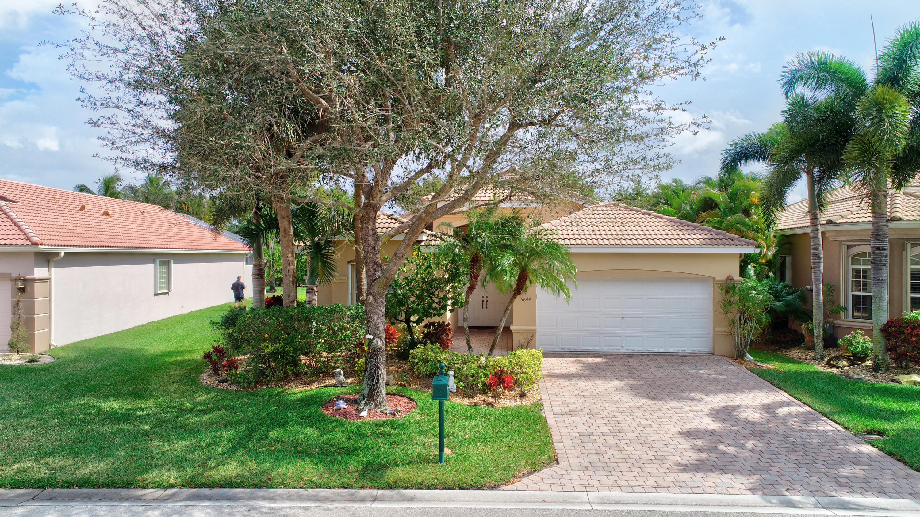 6644 Via Rienzo Lake Worth, FL 33467