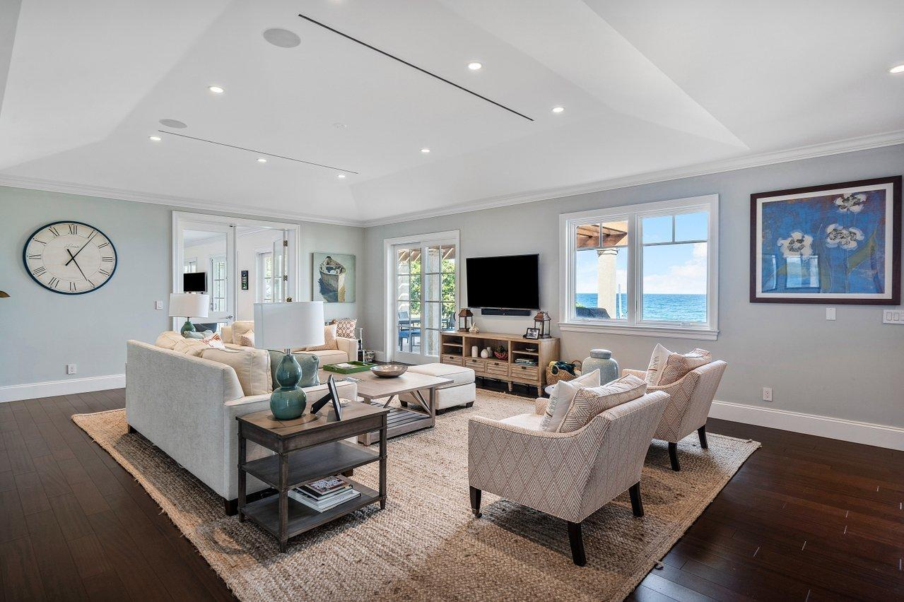 Manalapan, Florida 33462, 7 Bedrooms Bedrooms, ,5 BathroomsBathrooms,Residential,For Sale,Ocean,RX-10693756