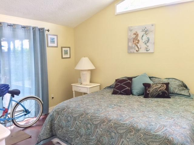 16D Guest Bedroom (King)