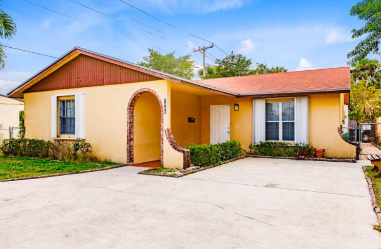 2805 Parker Avenue West Palm Beach, FL 33405 photo 2