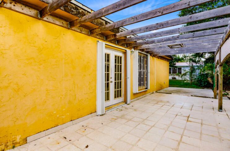 2805 Parker Avenue West Palm Beach, FL 33405 photo 24