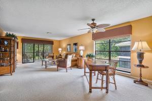 30 Stratford Lane, H, Boynton Beach, FL 33436