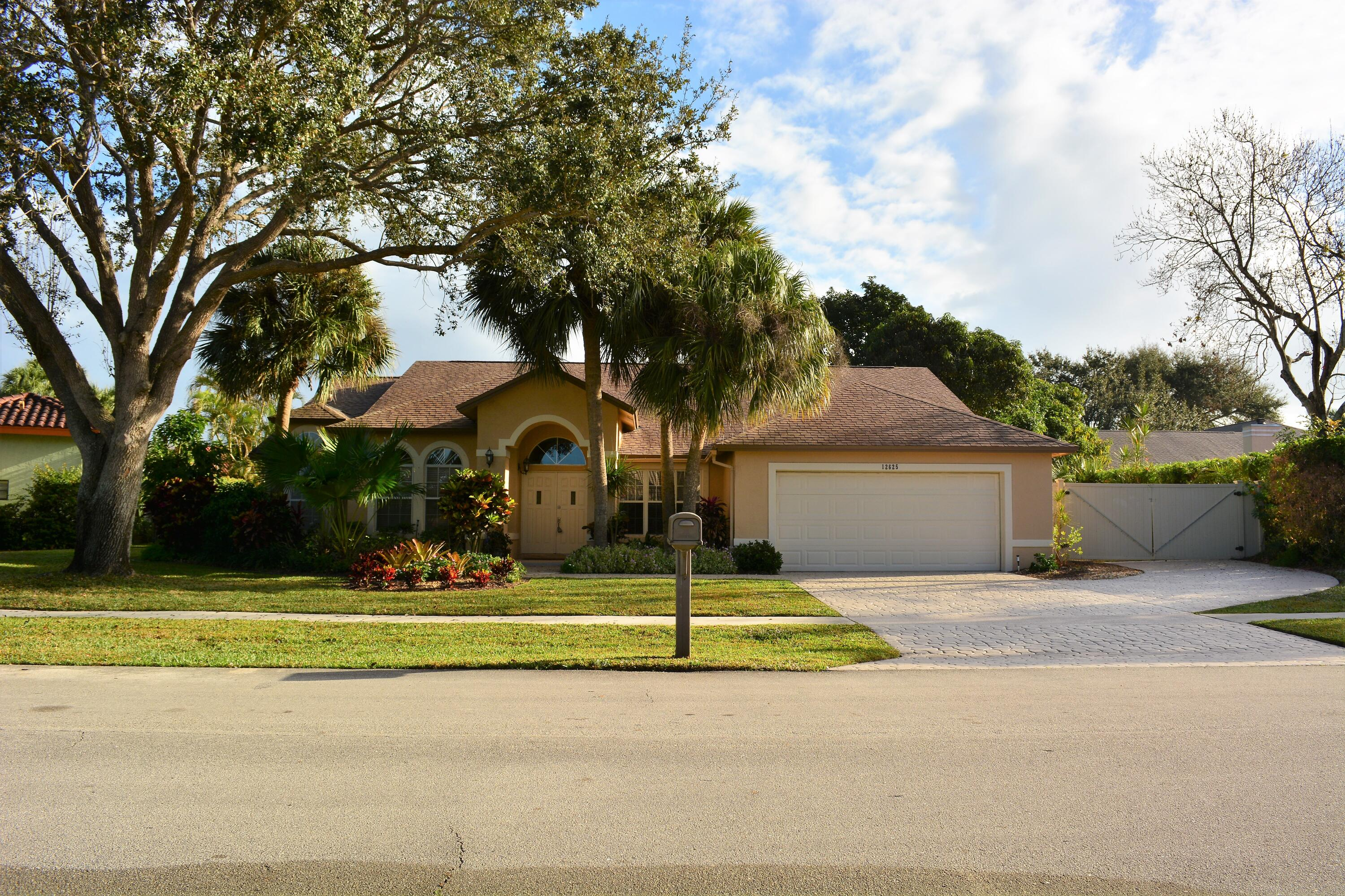 Home for sale in MARGATE PLACE OF GREENVIEW SHORES Wellington Florida