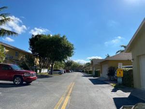 422 W Bloxham Street, Lantana, FL 33462