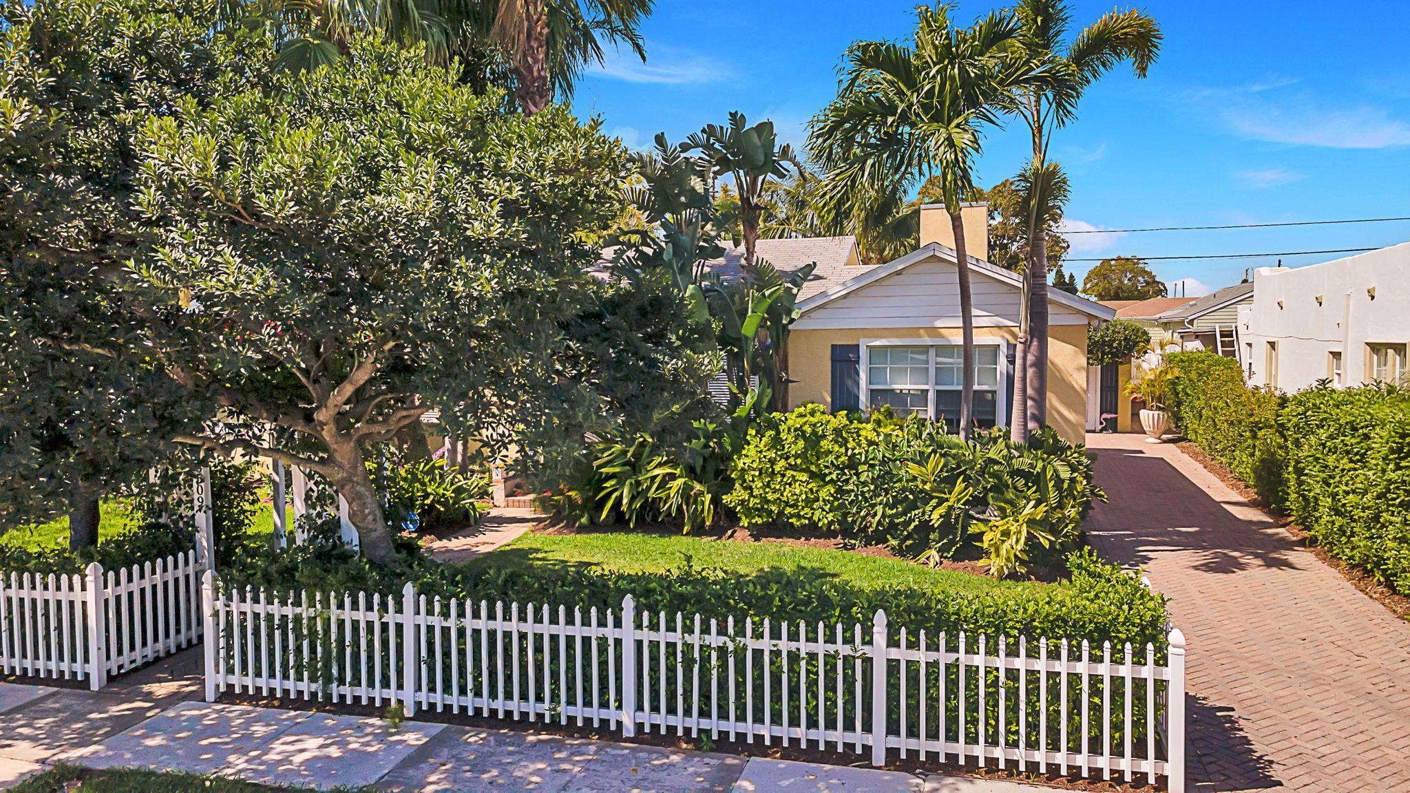 6509 Lake Avenue West Palm Beach, FL 33405 photo 2