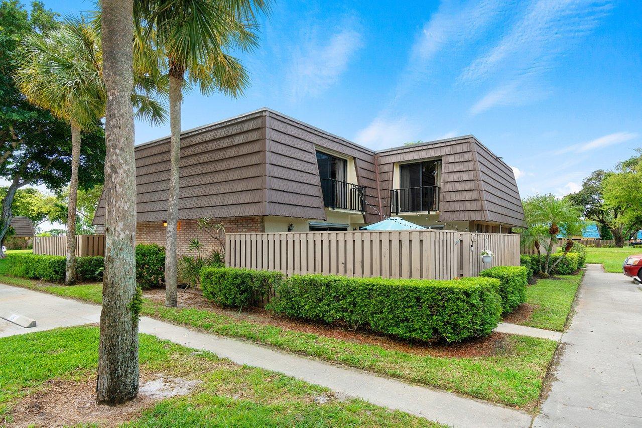 625 6th Court Court Palm Beach Gardens, FL 33410