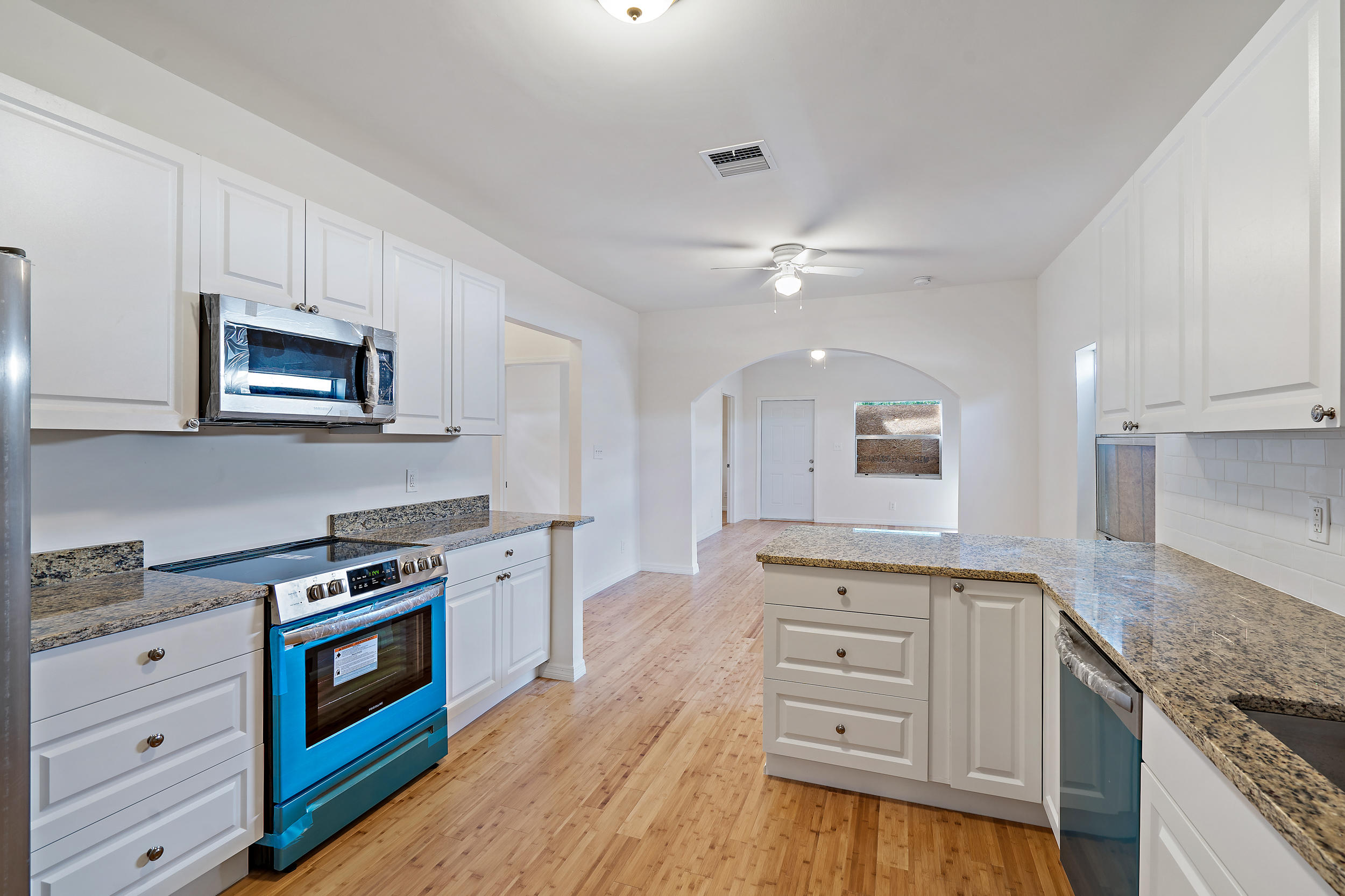 3808  Greenwood Avenue  For Sale 10698733, FL