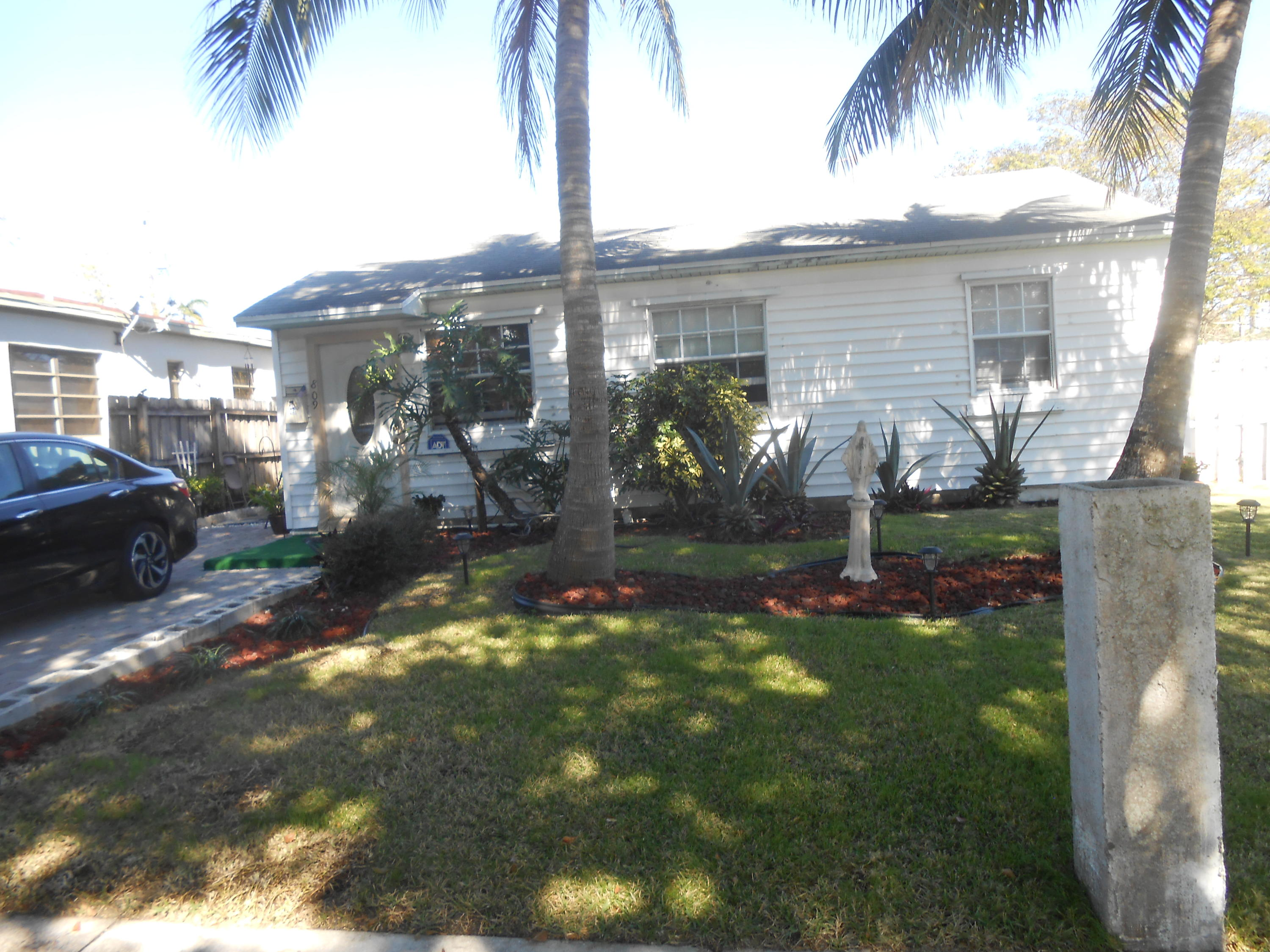 809  30th Court  For Sale 10698881, FL