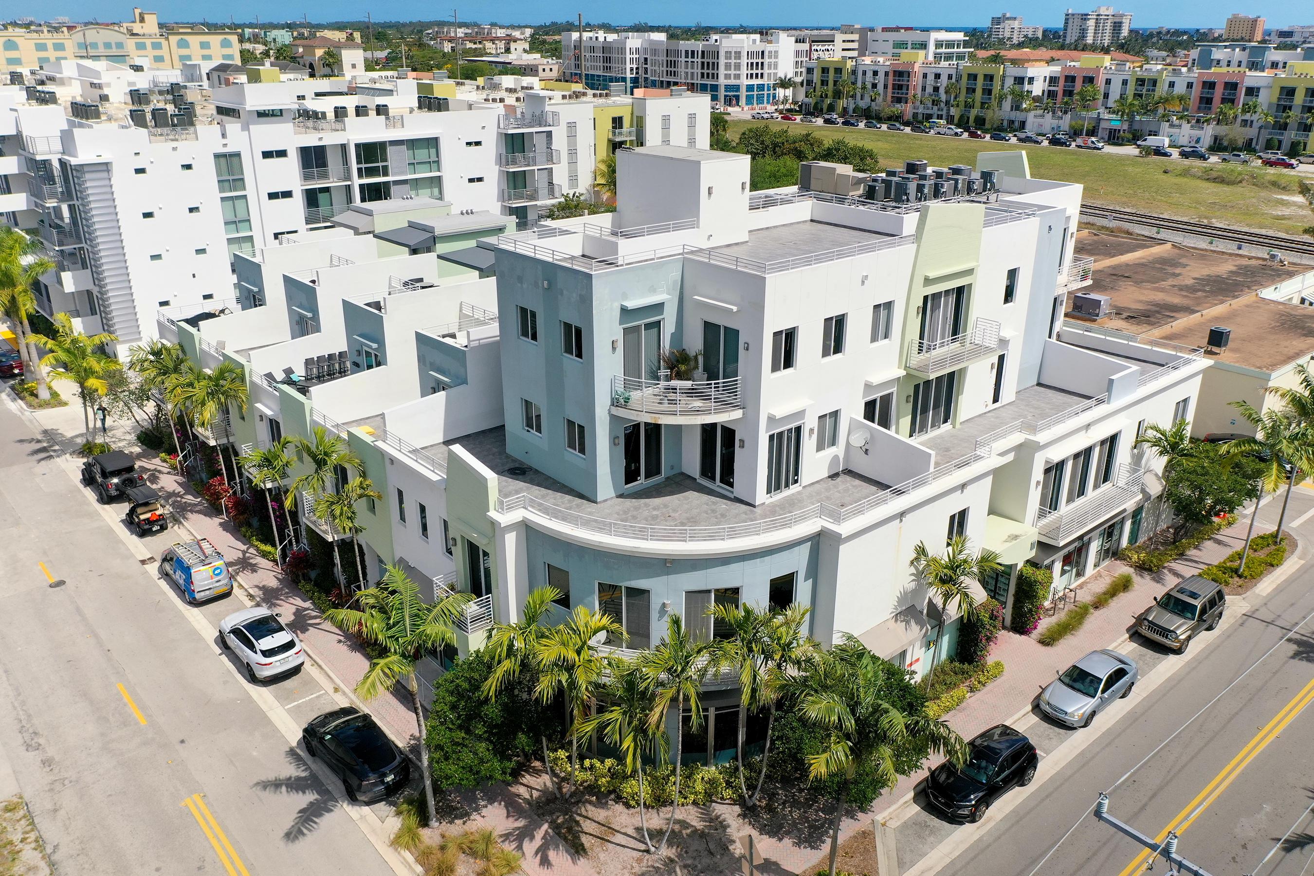 111 SE 2nd Street 2a For Sale 10699132, FL