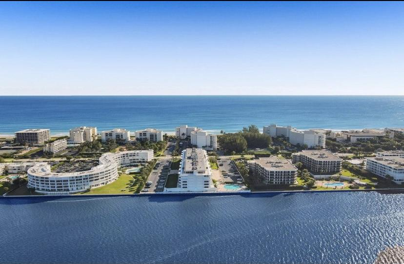 South facing corner unit with beautiful views! Spilt floor plan, totally turnkey unit with private beach access. Step right into the Florida lifestyle! Spacious 2 bedroom, 2 bathroom 4th floor corner unit with oversized patio looking out at the pool and the gorgeous intracoastal. The Carlyle House is a completely renovated building with a new gym, clubhouse and lobby. 24 hour concierge service and garage parking.