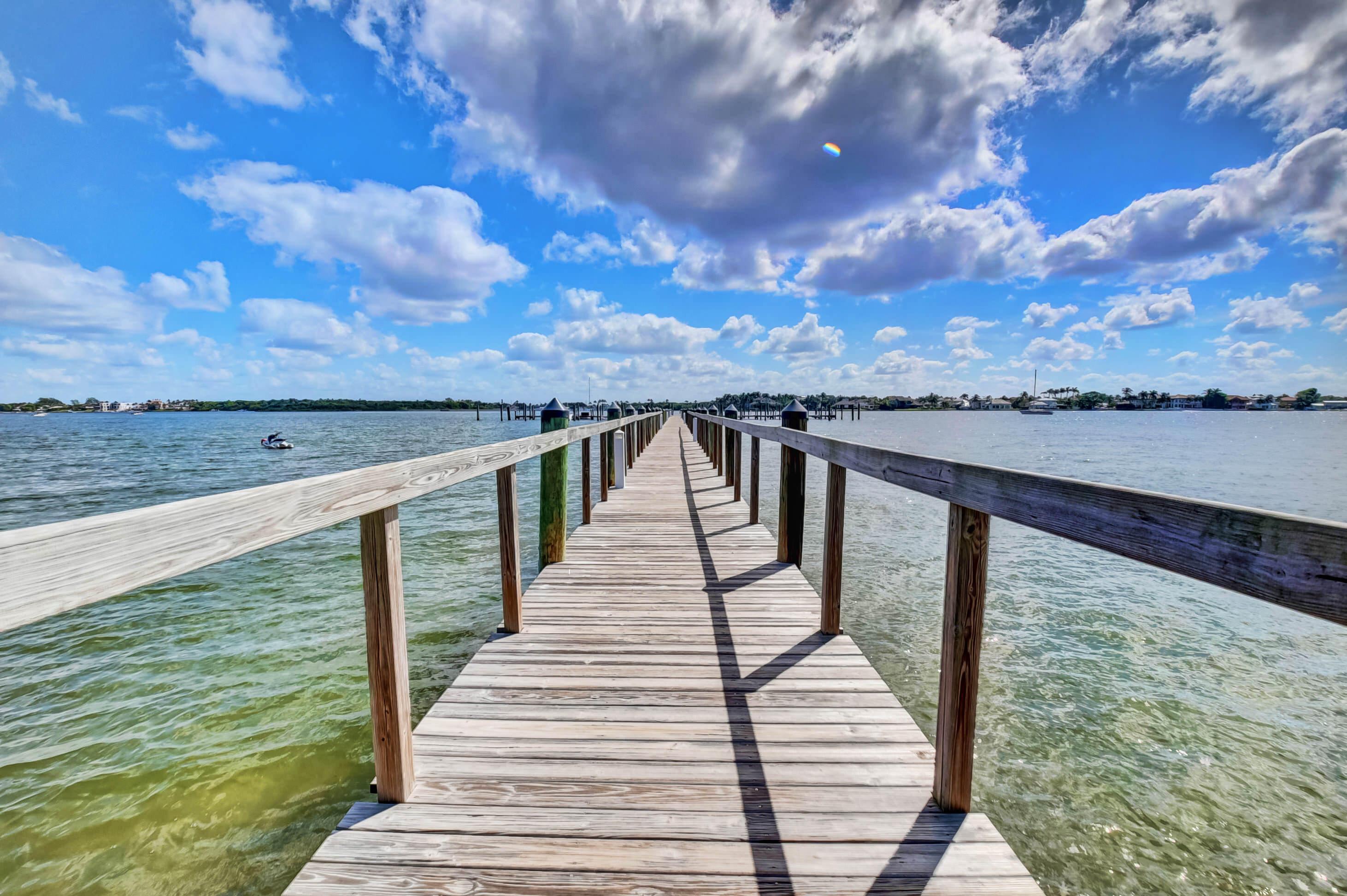 17  Via Lago  17 For Sale 10684017, FL