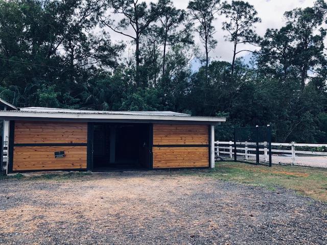 5 stall wood barn