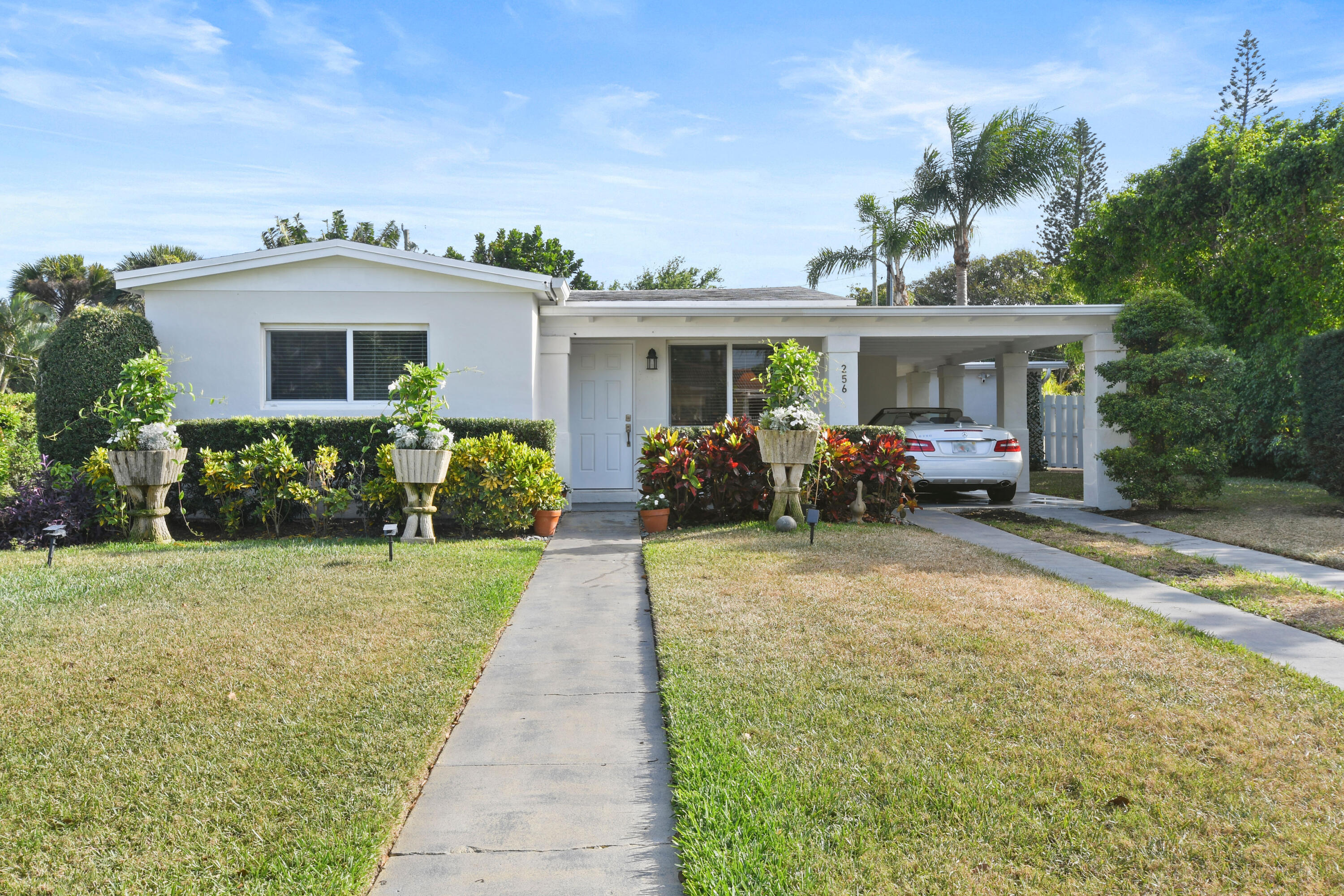 256  Alhambra Place  For Sale 10701935, FL