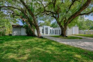 2611 W Edgewater Drive, Palm Beach Gardens, FL 33410