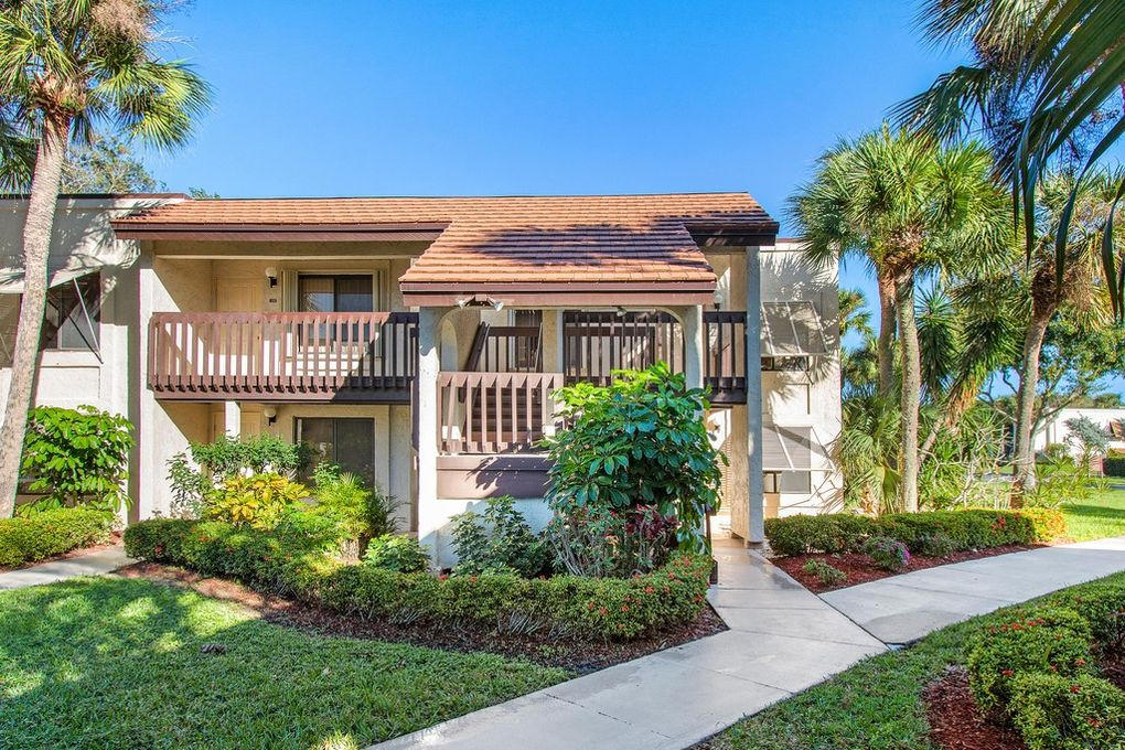 Home for sale in LAKESIDE CONDO 2 OF BANYAN SPRINGS Boynton Beach Florida