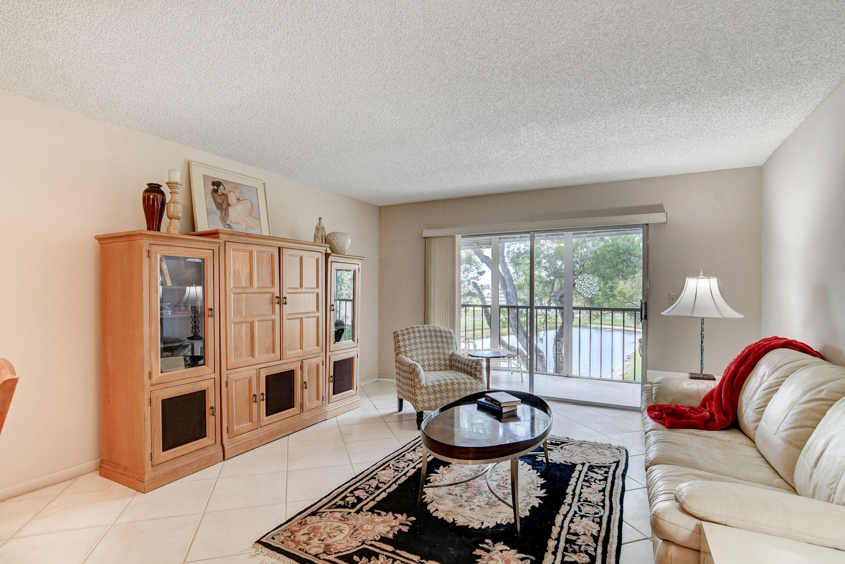 14375  Strathmore Lane 304 For Sale 10702028, FL